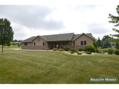 Janesville Single Family Home For Sale: 808 E Orchard View Dr