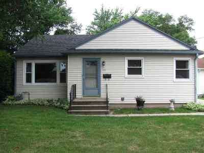 Single Family Home For Sale: 1038 Townline Ave.