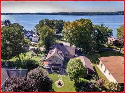 Lake Mills WI Single Family Home For Sale: $379,900