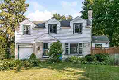 Dane County Single Family Home For Sale: 371 Woodland Cir