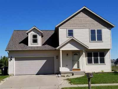 Sun Prairie Single Family Home For Sale: 748 Bluestem Ct