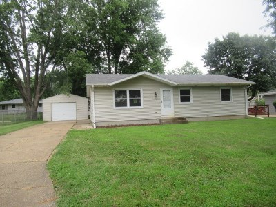 Janesville Single Family Home For Sale: 2203 S Osborne Ave