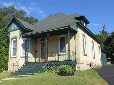 Single Family Home For Sale: 323 E Edgewater St