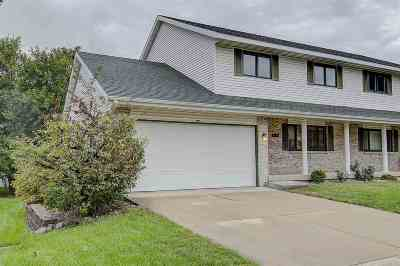 Waunakee Condo/Townhouse For Sale: 5864 Woodland Dr