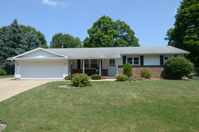 Fitchburg Single Family Home For Sale: 5802 Roanoke Dr