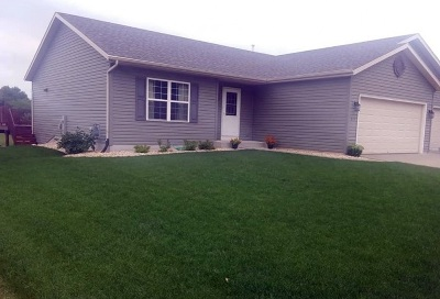 Edgerton Single Family Home For Sale: 870 Stonefield Dr