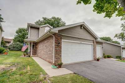 Waunakee Condo/Townhouse For Sale: 109 Meadow Oak Tr
