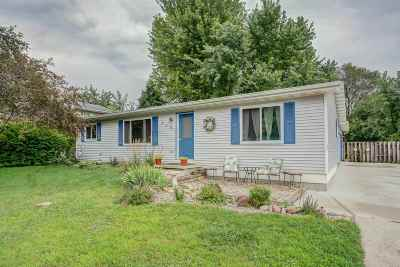 Cottage Grove Single Family Home For Sale: 716 Crawford Dr