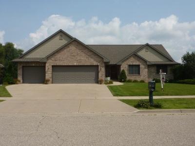 Janesville Single Family Home For Sale: 3108 W Rockport Park Dr