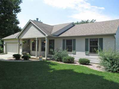 Cottage Grove Single Family Home For Sale: 749 St James St