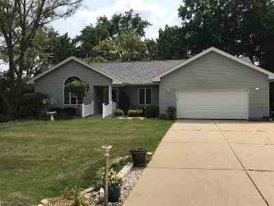 Walworth County Single Family Home For Sale: 126 Potawatomi Rd