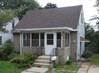 Madison WI Single Family Home For Sale: $130,000