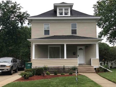 Edgerton Single Family Home For Sale: 208 Stoughton Rd