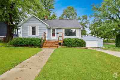 Stoughton Single Family Home For Sale: 1017 Moline St