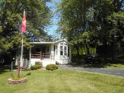 Edgerton Single Family Home For Sale: 357 Skyline Dr