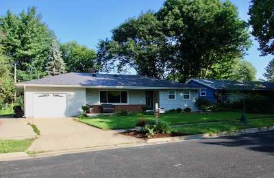 Middleton Single Family Home For Sale: 1610 Meadowcrest Ln