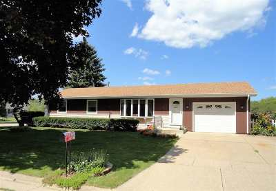 Milton Single Family Home For Sale: 8 E Basswood Ln