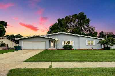 Dodge County Single Family Home For Sale: 712 Mary St