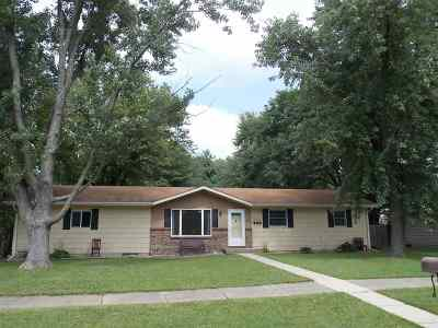 Milton Single Family Home For Sale: 1012 W Sunset Dr