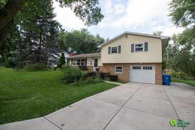 Monona Single Family Home For Sale: 403 Midland Ln