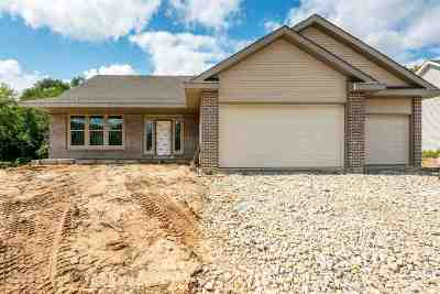 Edgerton Single Family Home For Sale: 11019 N Lakewoods