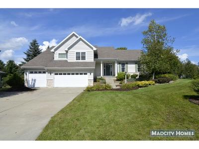 Sun Prairie Single Family Home For Sale: 1180 Carriage Dr