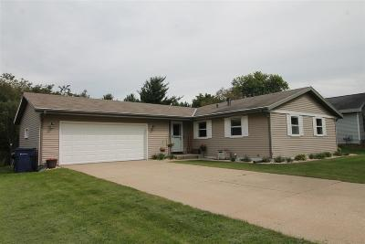 Janesville Single Family Home For Sale: 838 Somerset Dr