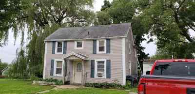 Single Family Home For Sale: 610 Broad St