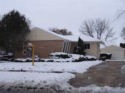 Beloit Single Family Home For Sale: 1015 Milwaukee Rd