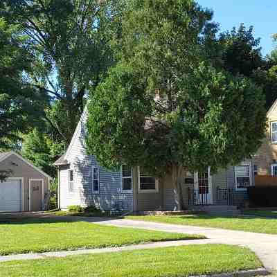 Janesville Single Family Home For Sale: 940 Sherman Ave