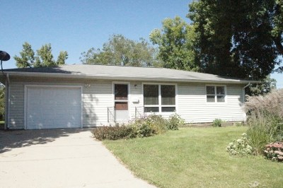 Iowa County Single Family Home For Sale: 304 E Church St