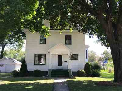 Sauk County Single Family Home For Sale: 305 Broadway St