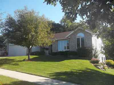 Sauk County Single Family Home For Sale: 1720 Pleasant View Dr