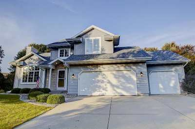 Waunakee Single Family Home For Sale: 125 Fairbrook Dr