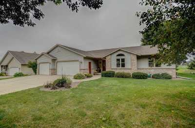 Mount Horeb WI Single Family Home For Sale: $299,000