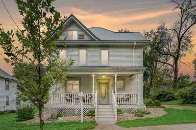 Stoughton Single Family Home For Sale: 616 Oak St