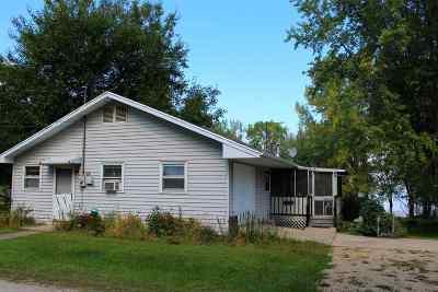 Edgerton Single Family Home For Sale: 1407 E Koshkonong Dr