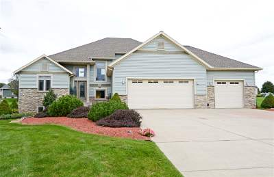 Sun Prairie Single Family Home For Sale: 3050 Saddle Brooke Tr