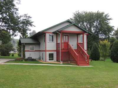 Iowa County Single Family Home For Sale: 102 Moundview St