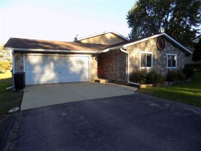 Walworth County Single Family Home For Sale: 2985 Deerpath Rd