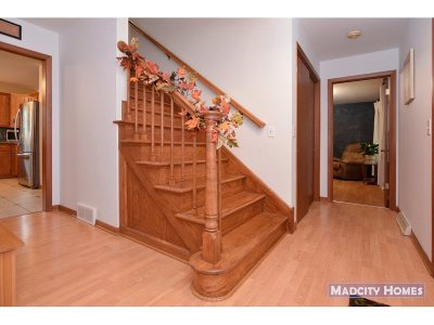 Evansville Single Family Home For Sale: 414 Meadow Ln