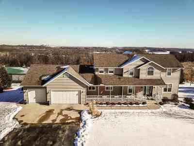 Green County Single Family Home For Sale: N9480 Hawk Ridge Rd