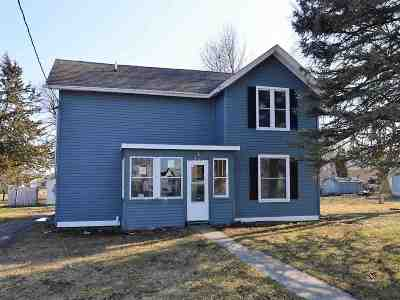 Dodge County Single Family Home For Sale: 212 Grove St