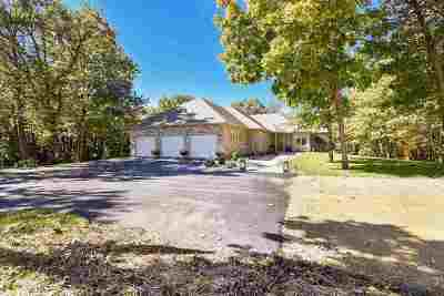 Walworth County Single Family Home For Sale: W8632 Creek Rd