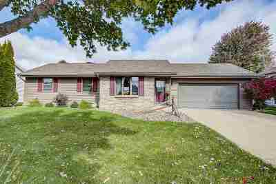 Janesville Single Family Home For Sale: 4403 Chadswyck Dr