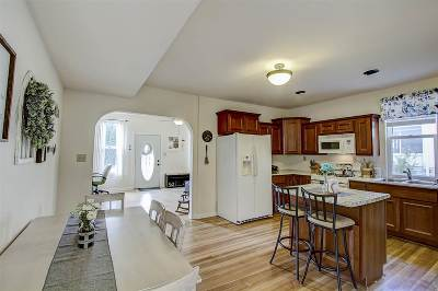 Cambridge Single Family Home For Sale: 3610 Hollyridge Ln