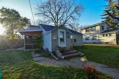 Edgerton Single Family Home For Sale: 6 Maple Ct