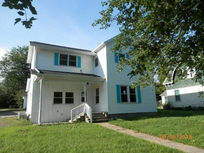 Iowa County Single Family Home For Sale: 301 W Walnut St