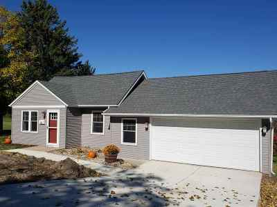 Iowa County Single Family Home For Sale: 622 E Division St