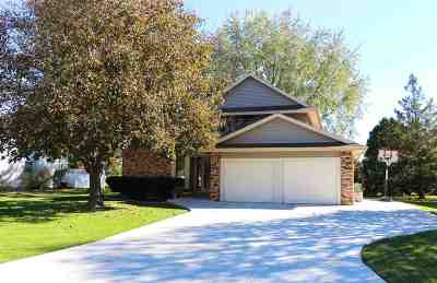 Verona Single Family Home For Sale: 563 Harvest Ln